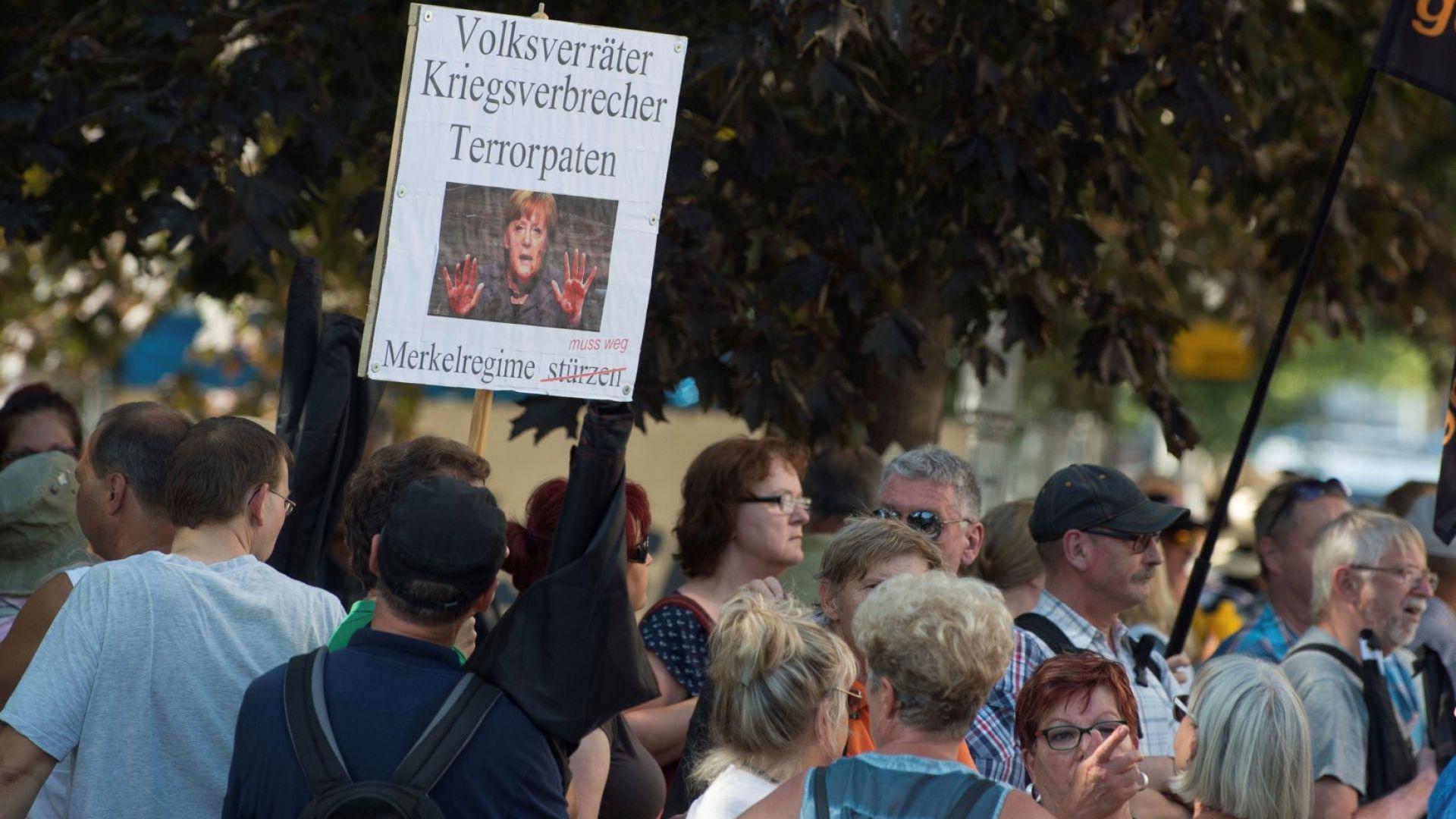 """Крайнодесни протестиращи викаха на Меркел: """"Разкарай се!"""""""