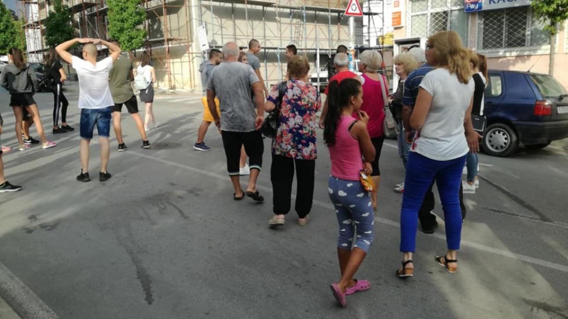 Близки на блъснатите младежи в Петрич блокираха главна улица