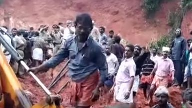 Потопът в Индия: 164 жертви и над 220 хиляди без покрив