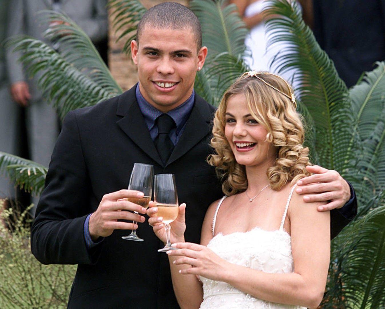 След общо три брака Роналдо го играе по-разкрепостено и сега е с 28-годишен модел