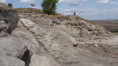 """Нови разкрития за западната крепостна стена на """"Русокастро"""""""