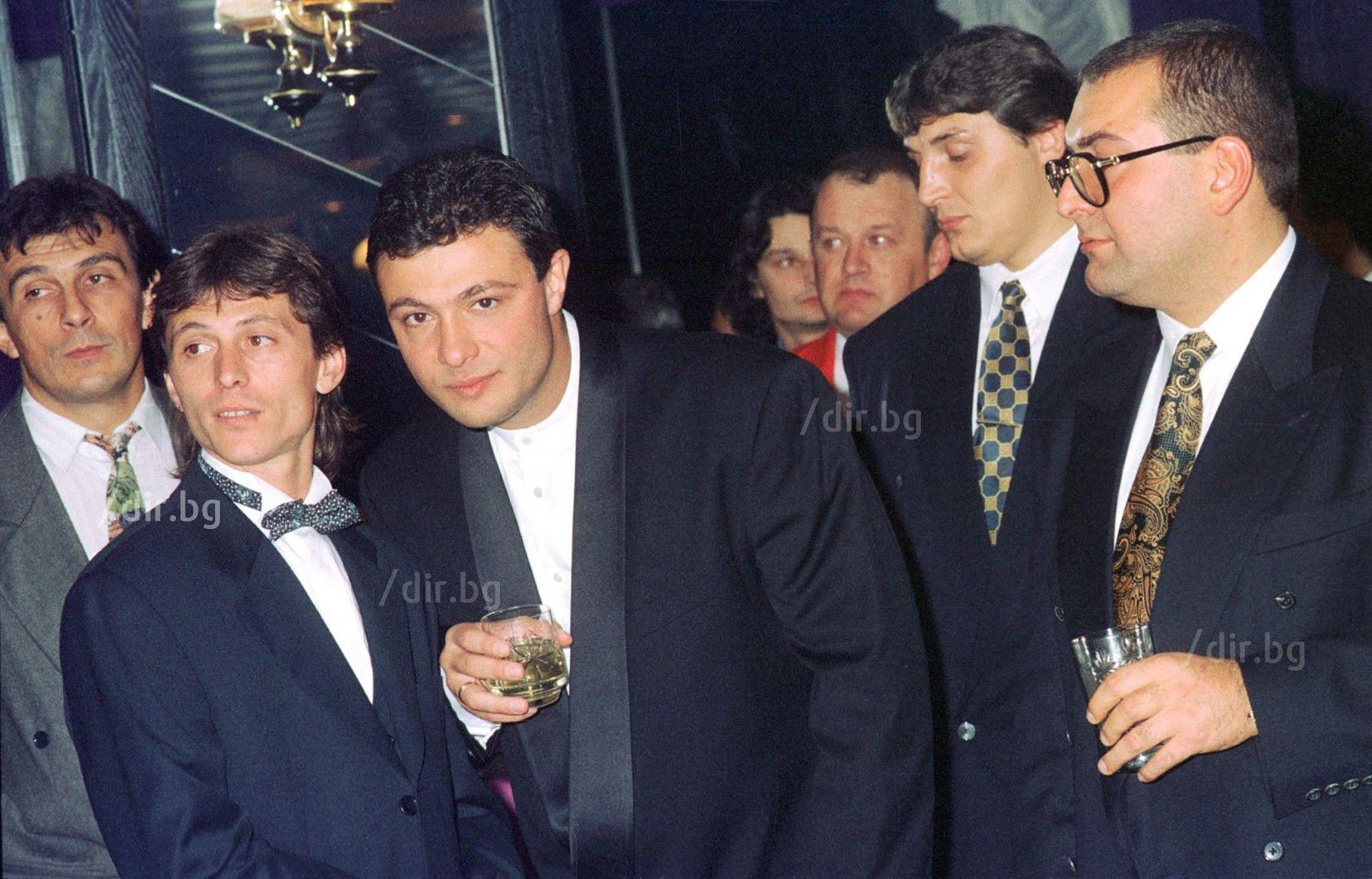 1995 г. Малкия Фатик (крайният вдясно) с Георги Илиев и Николай Цветин от ВИС 2 (Снимка: Иван Григоров/ Дир.бг)