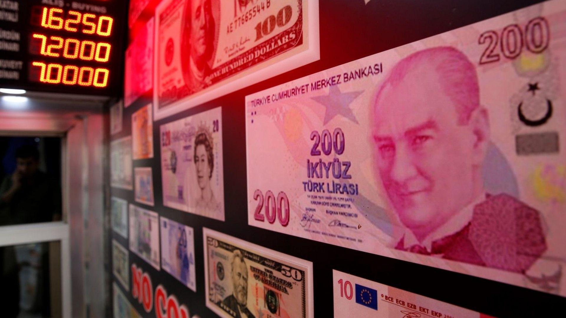 Турската лира възобнови спада си преди Курбан байрам