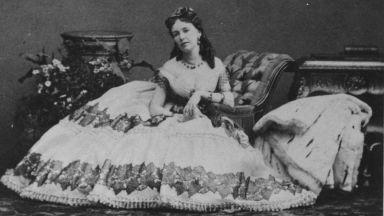 Легендарна парижка куртизанка пее в опера на Офенбах
