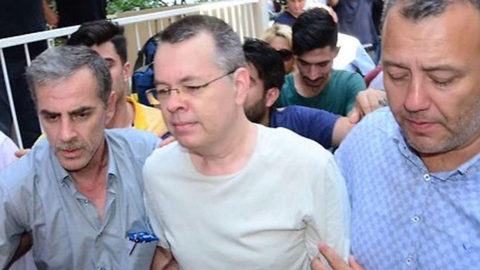 Сделка или не: Пастор Брансън вече е свободен и може да напусне Турция