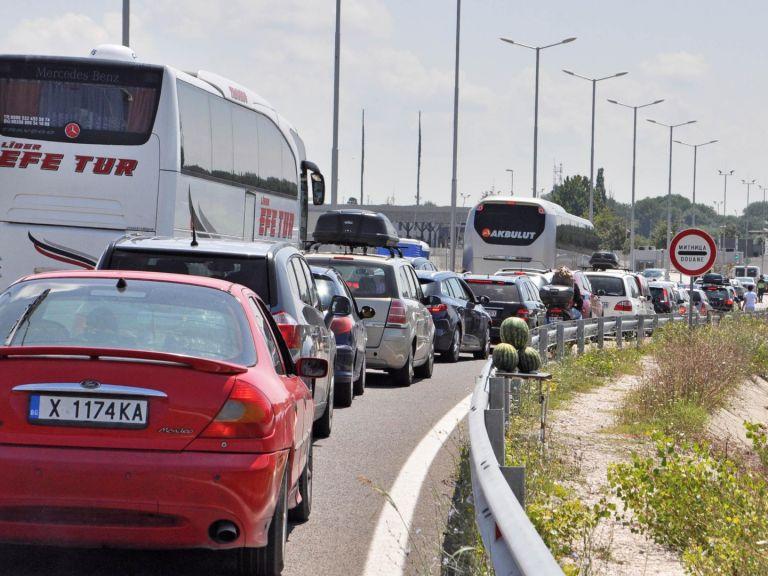 Тапа на границата с Турция: Проверяват колите на гастарбайтерите