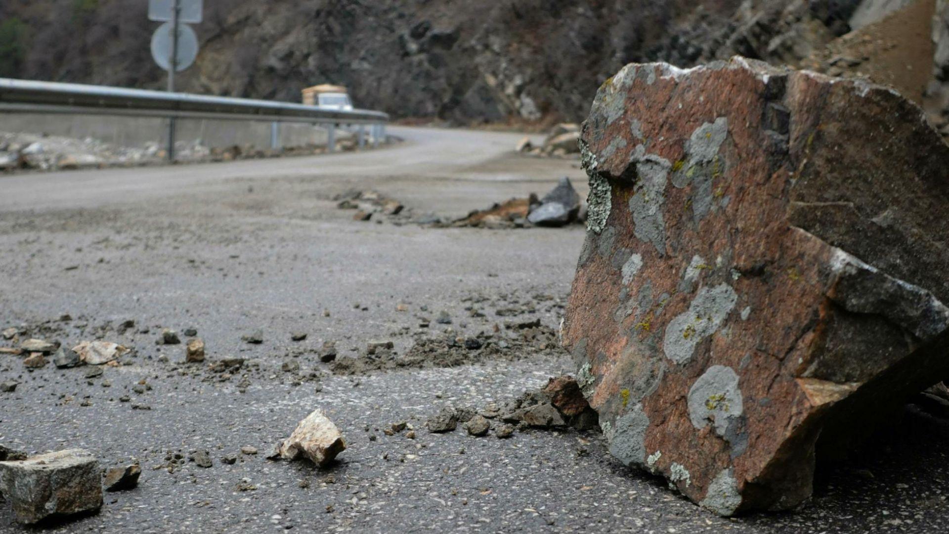 Скална маса се срути на пътя Балчик-Албена