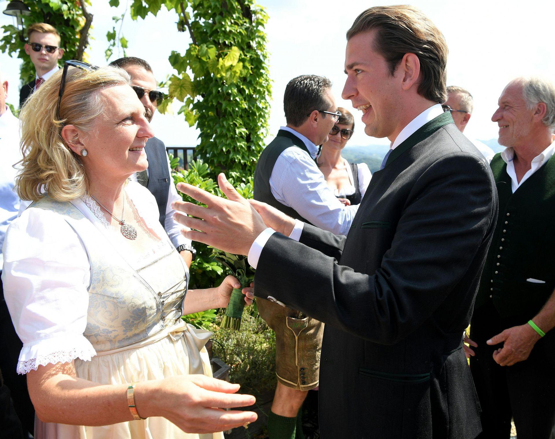 Външната министърка получава поздравления от канцлера Себастиян Курц