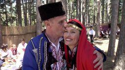 Британският актьор Бен Крос се ожени по стар български обичай в Жеравна (снимки + видео)
