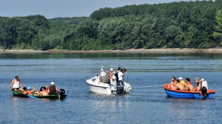 32 смелчаци се хвърлиха във водите на Дунав