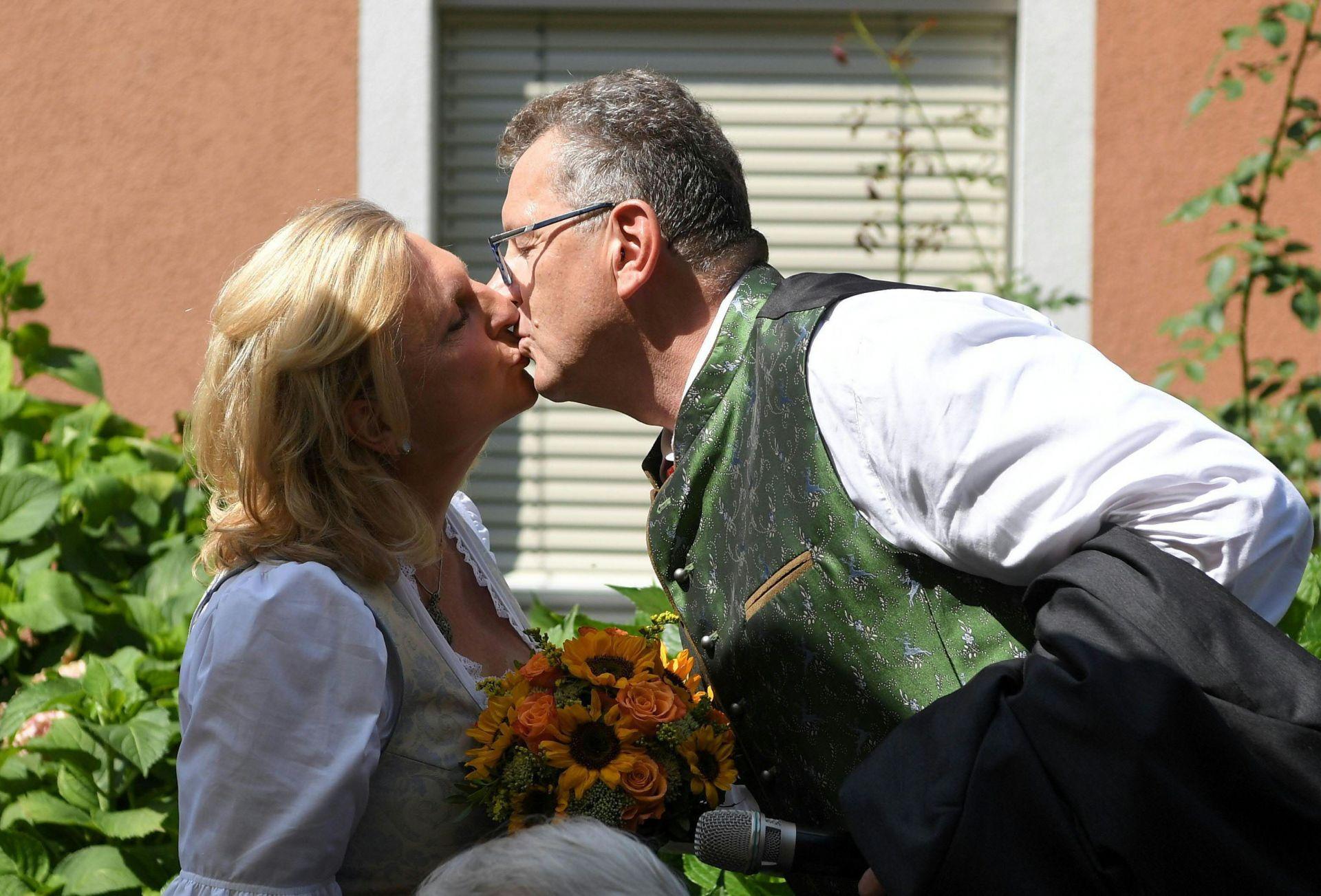 """""""Горчиво"""" за щастливите младоженци"""