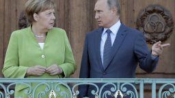 Меркел посреща Путин пред замъка. Обсъждат Украйна, Сирия, Иран