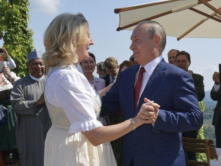 Разкриха трите сватбени подаръка на Путин в Австрия