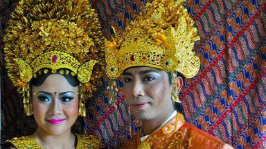 Най-атрактивните сватбени наряди по света