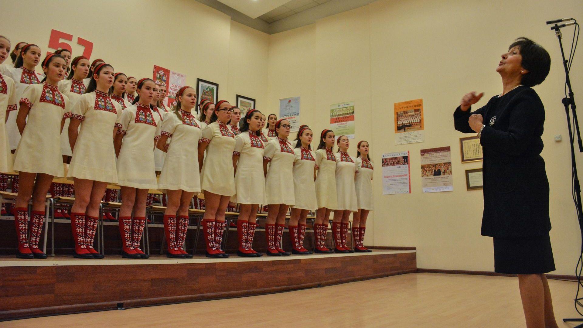 Детският хор към БНР на протест за диригентката си