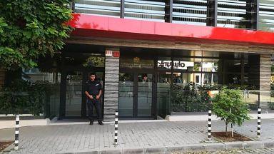 Шепа протестиращи поискаха оставката на шефа на КФН (снимки)
