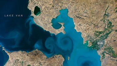 """""""Космическите"""" водовъртежи на езерото Ван"""
