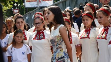 Детският радиохор на БНР излезе на протест (видео)