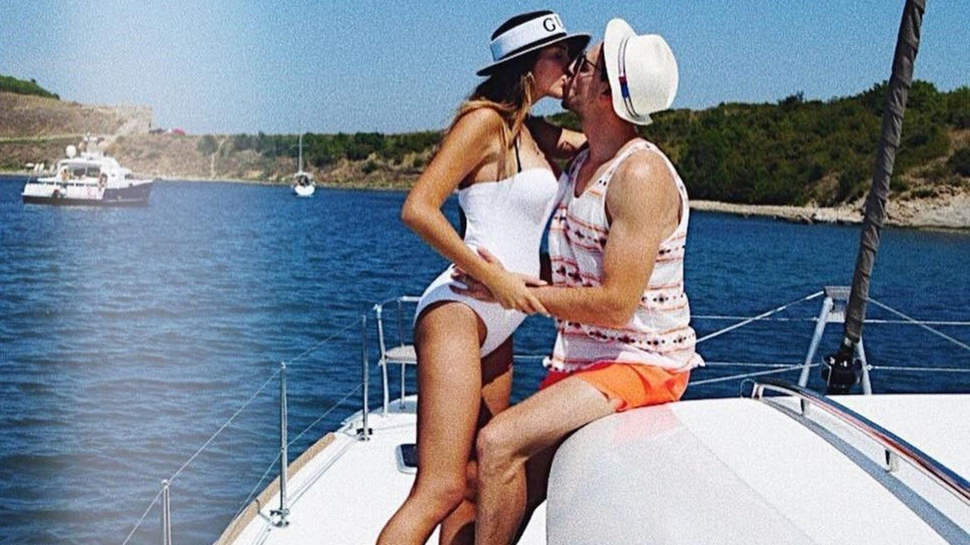 Александра Петканова показа коремче по бански