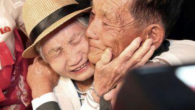 След десетки години раздяла - южнокорейци видяха роднините си в КНДР (видео)
