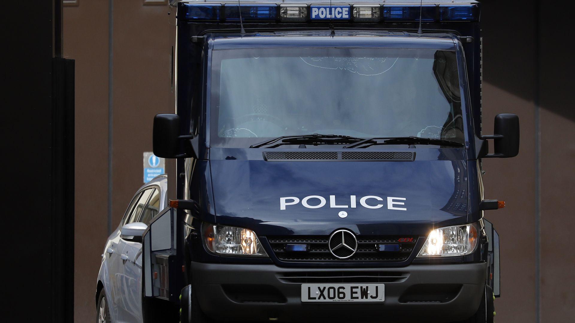 Трима ранени при стрелба до метростанция в Лондон
