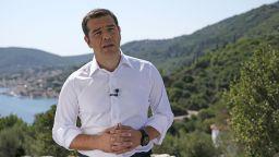 Гръцката църква иска свещениците да запазят държавната си работа