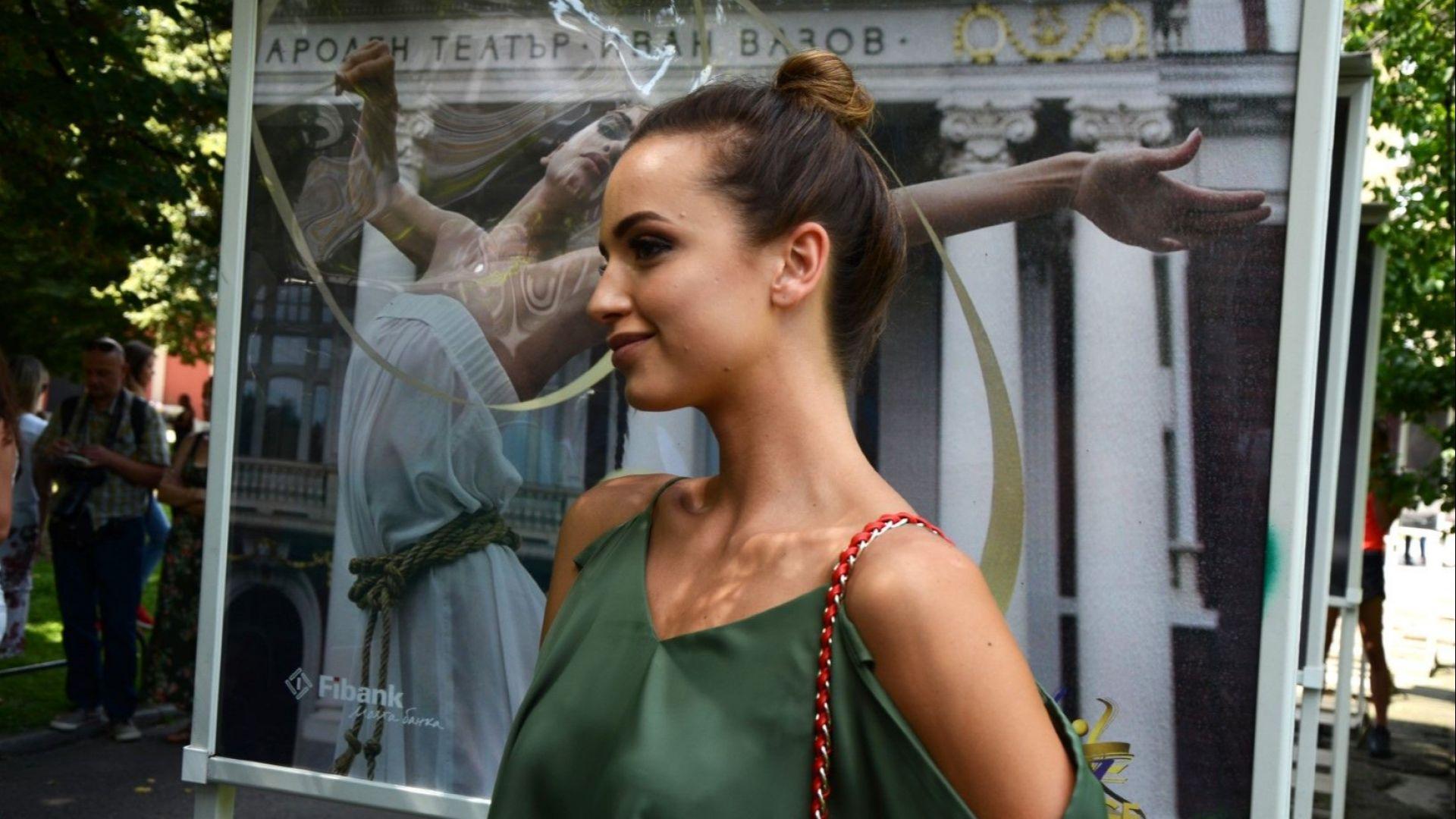 """Красота в изобилие на изложбата за """"Златните момичета"""" (снимки)"""