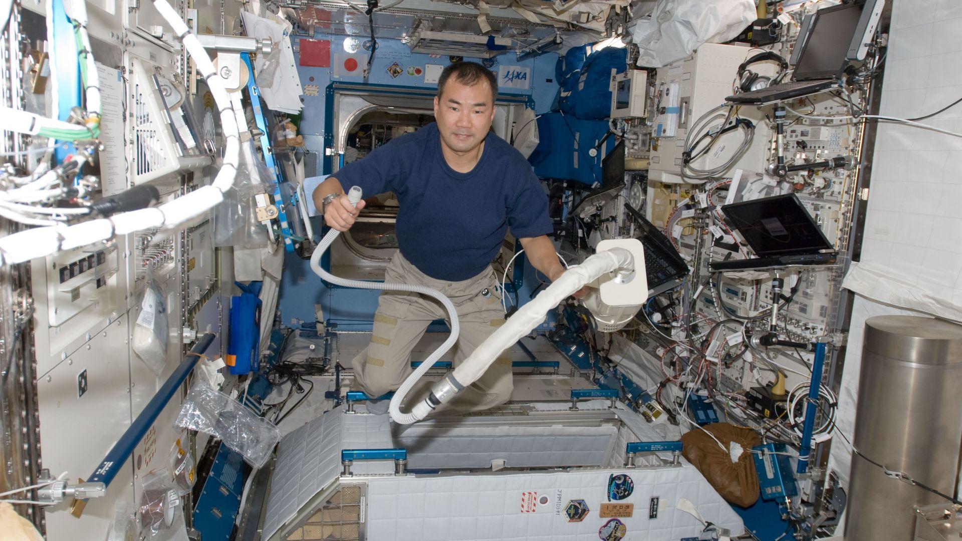 Японски астронавт: В космоса най-важното нещо е тоалетната!