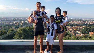 Кристиано направи цялото си семейство ювентинци