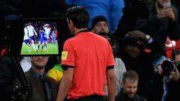 Англия се предаде последна - VAR влиза във Висшата лига