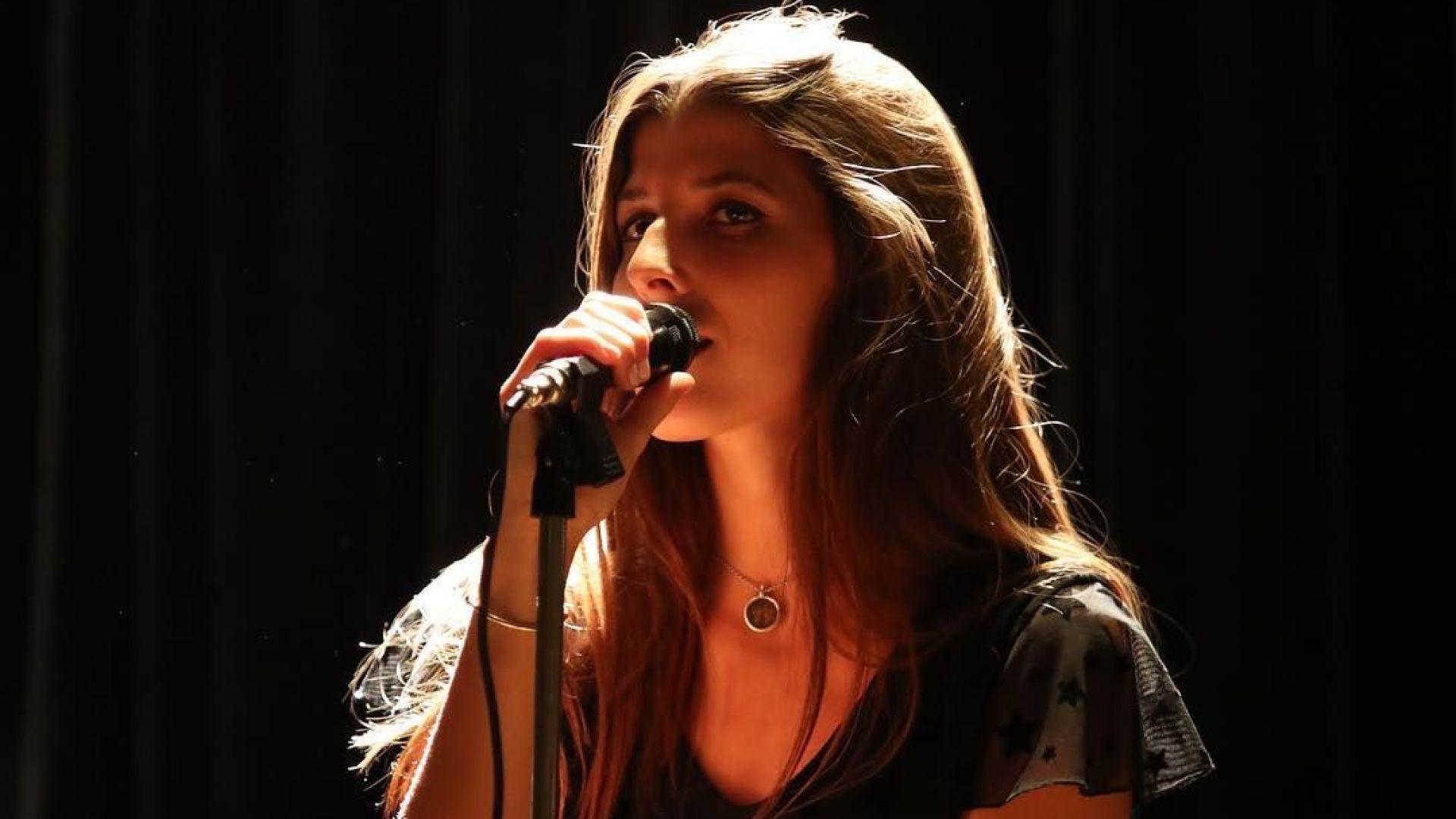 Внучката на Симеон издава първи албум. Чуйте вълшебния ѝ глас