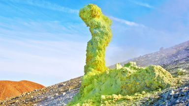 Вулканът Ебеко изригна на над 4 километра височина
