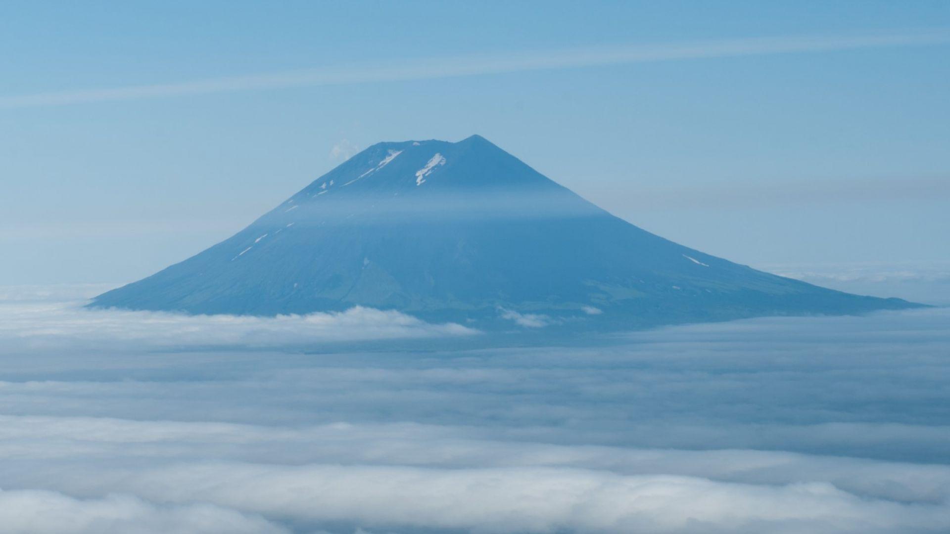 Ебеко отново изхвърли дим и пепел на 5 км височина