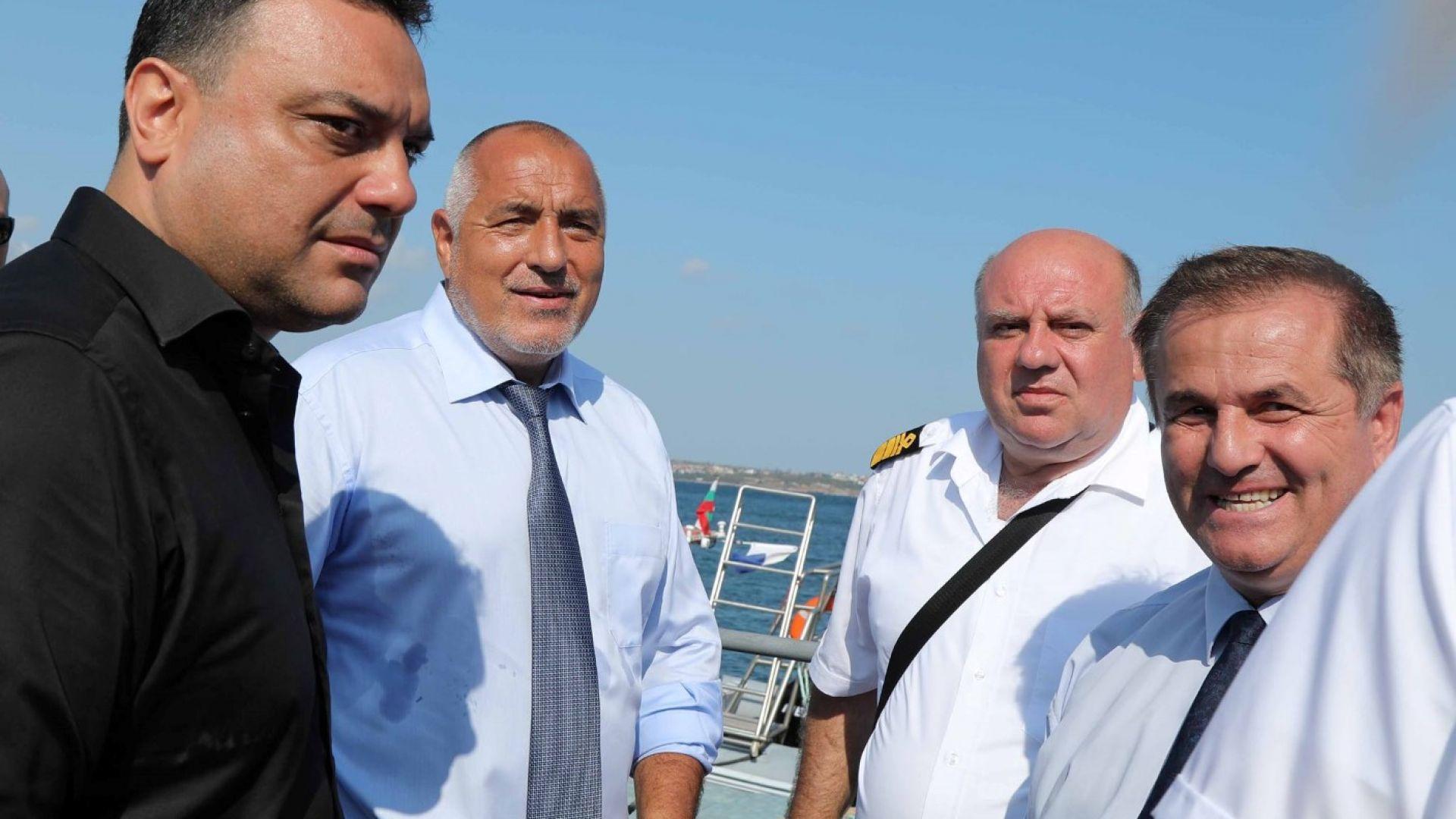 Борисов за потъналия кораб: Действаме като при криза, да запазим живота на водолазите (снимки)