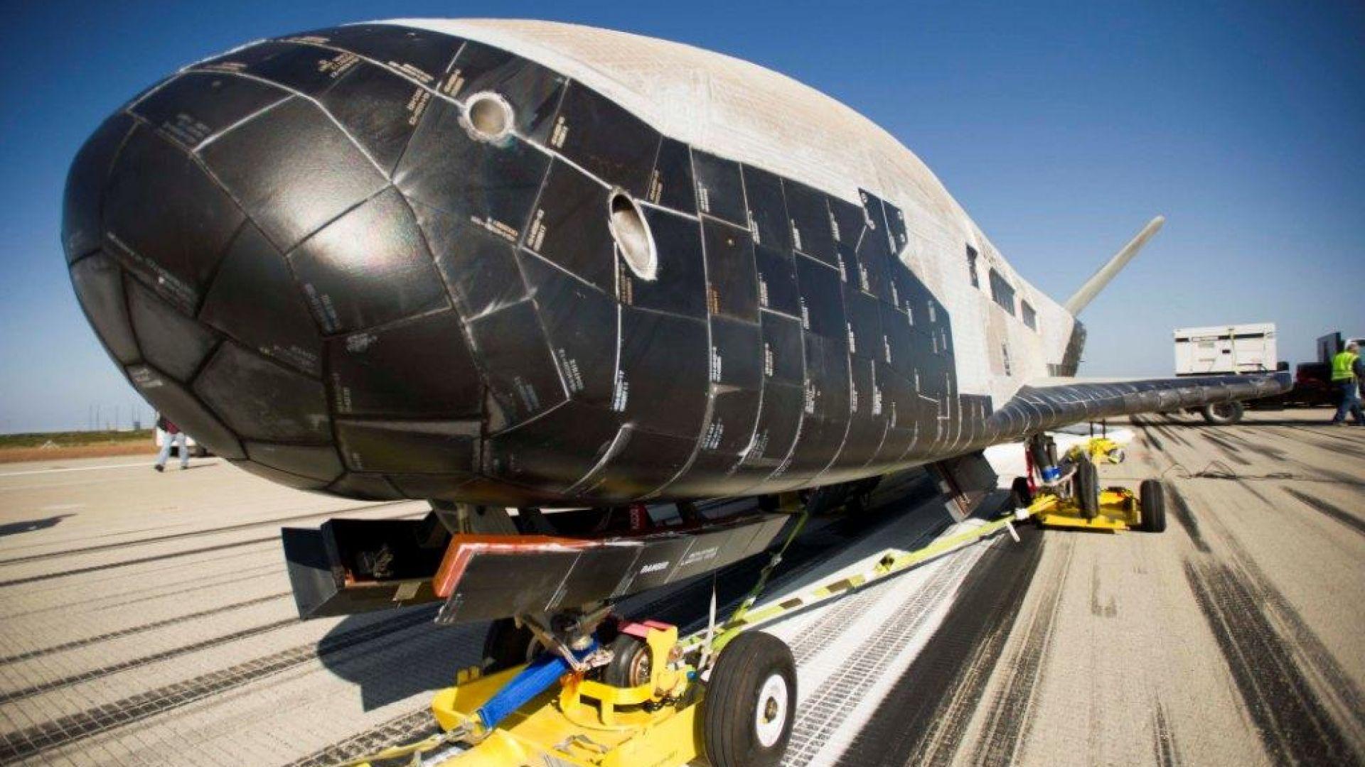 """Tайният космически самолет се завърна в САЩ, а Русия подготвя за пуск """"страшилище"""""""