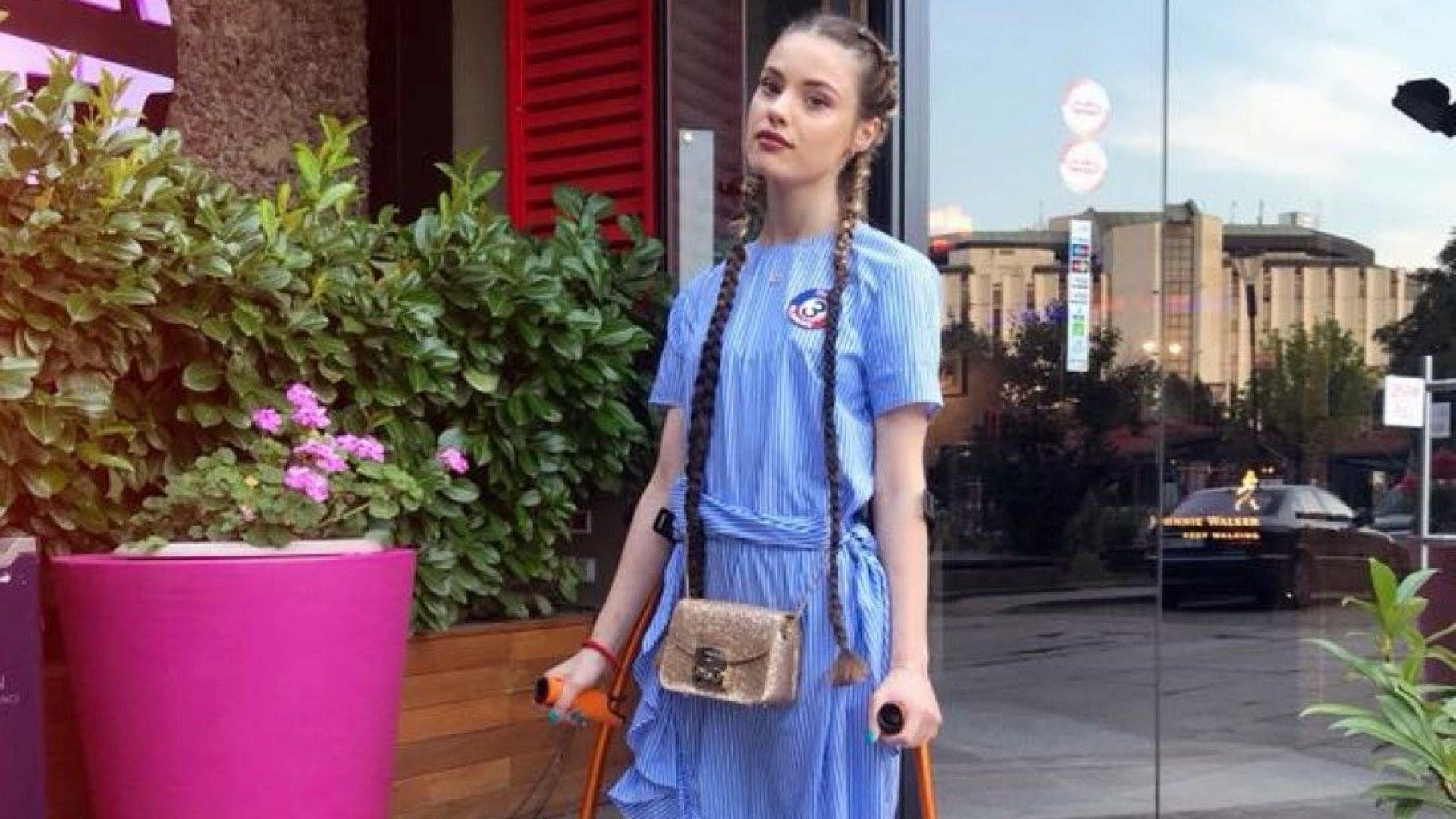 Кристин Илиева отпразнува 21 с гипс