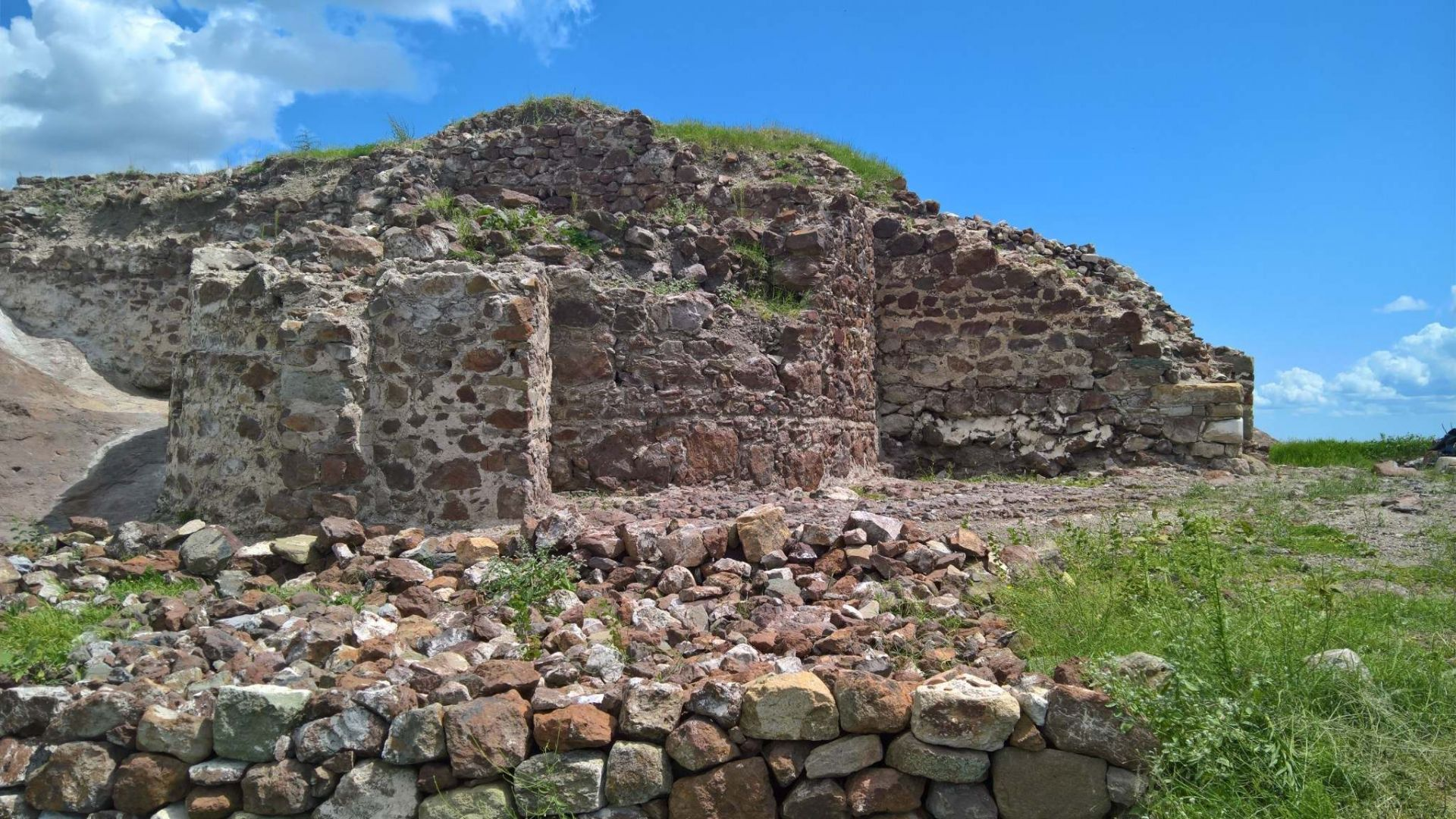 Започнаха разкопки на водохранилището на замъка в Русокастро