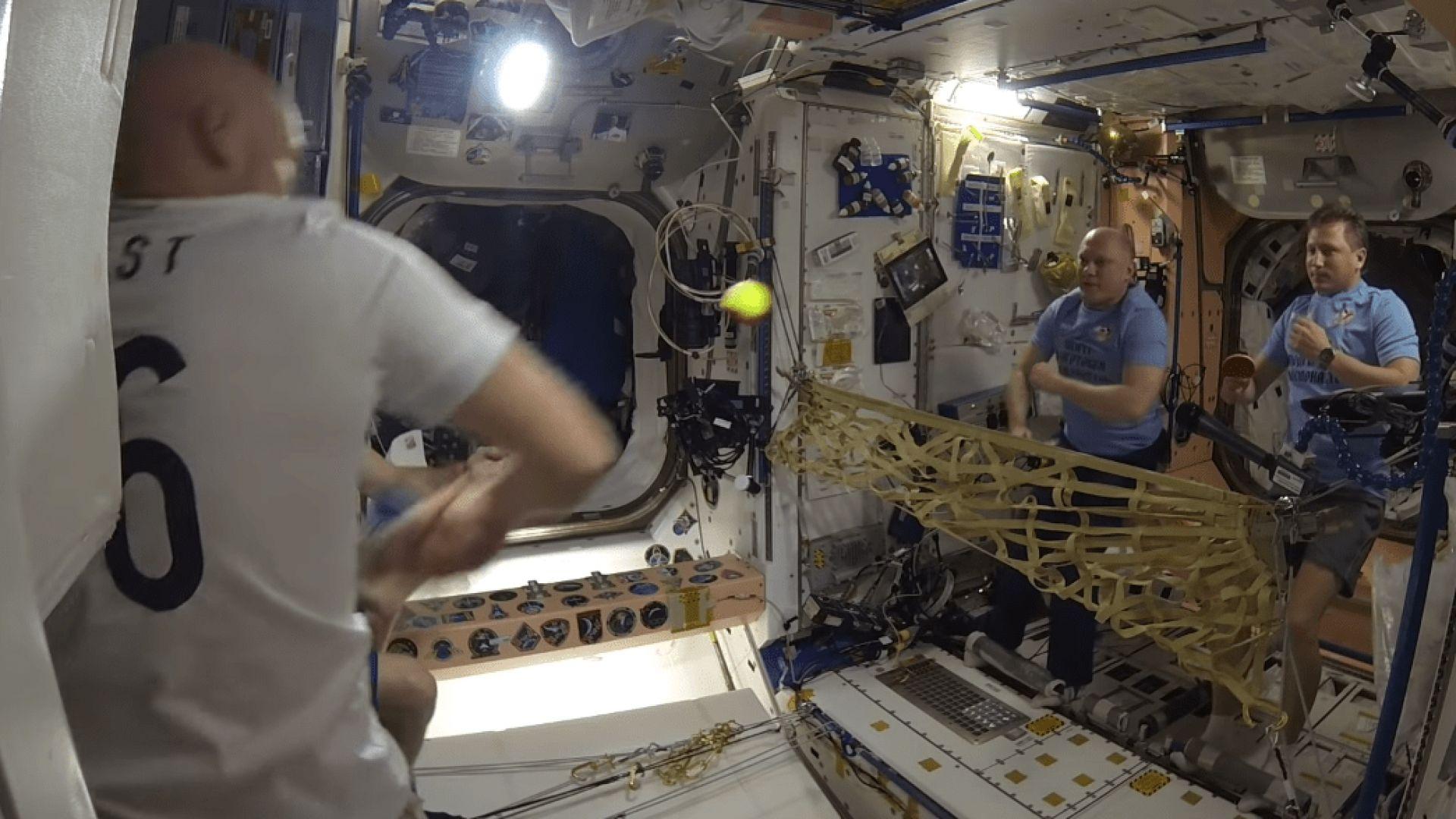 Изигра се първият тенис мач в космоса (видео)