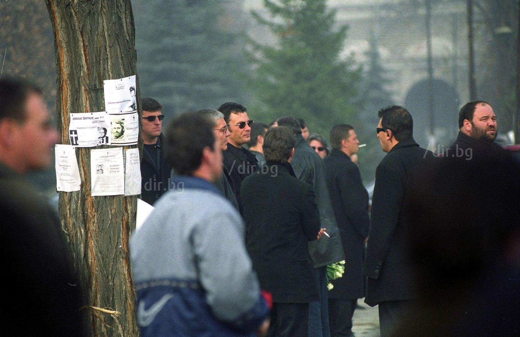 2 февруари 2002 г. Погребението на Димитър Димитров-Маймуняка. Един от най-близките на братята борци бе взривен на 28 януари 2002 г.