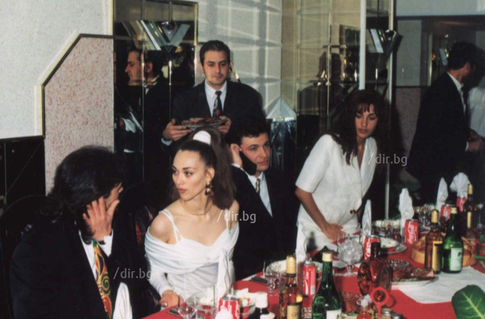 Румен Маринов (вляво) бе ликвидиран от неизвестни килъри пред дома си в София на 27 ноември 2003 г.