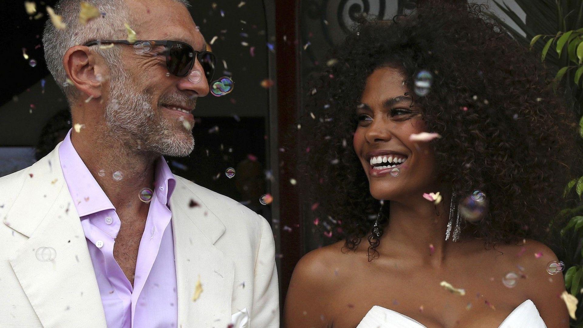 Венсан Касел (51) се ожени за 30 години по-младата си приятелка