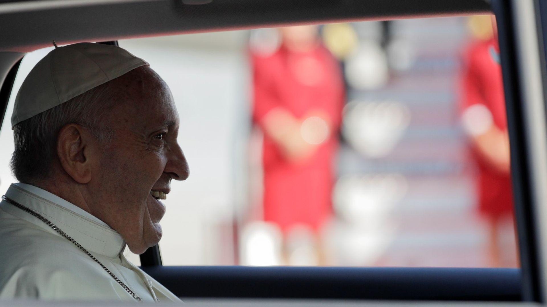 Папа Франциск зове за борба с пластмасовия боклук в световния океан