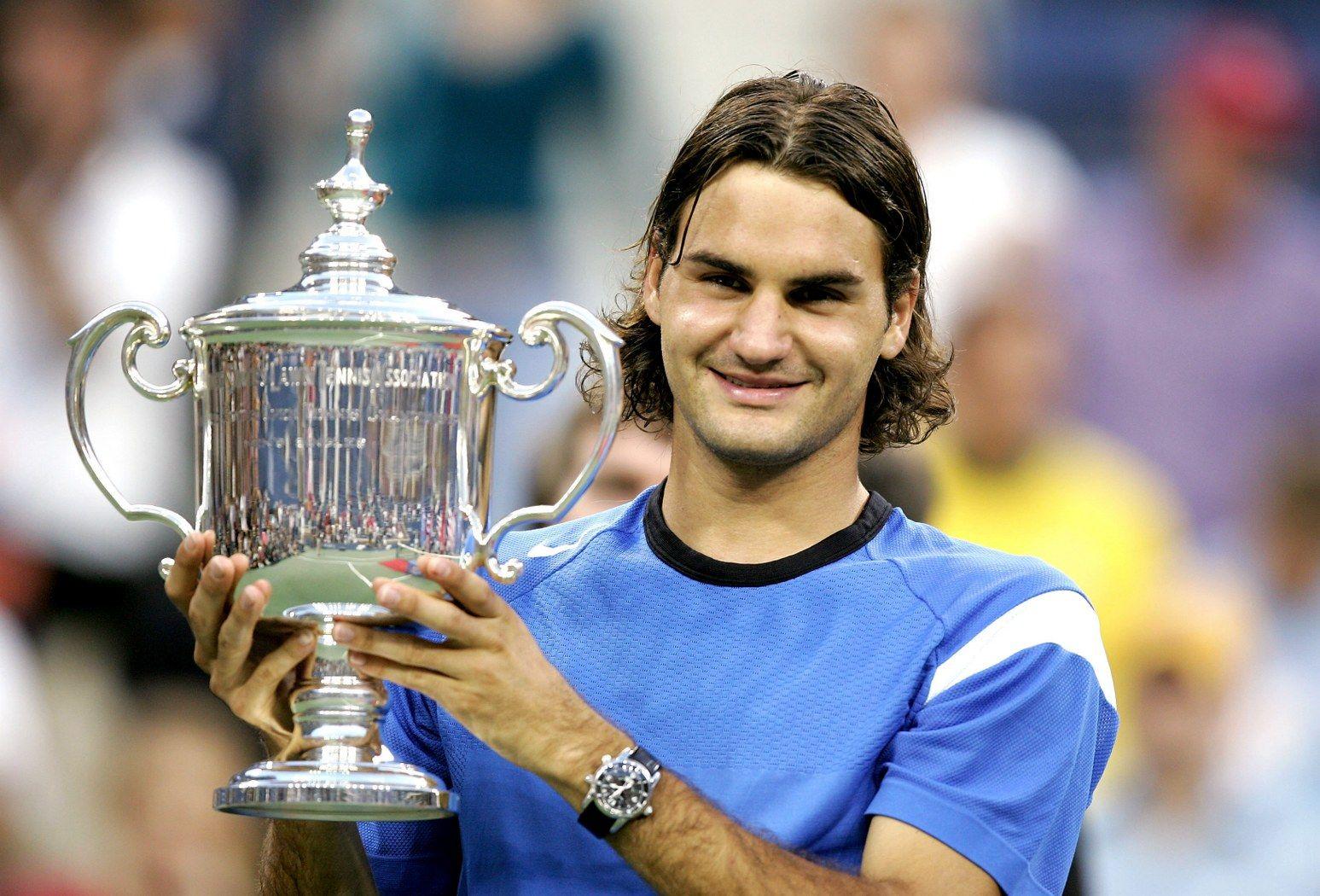 Годината е 2004-а. Роджър Федерер печели първия си трофей в САЩ след силна серия от победи и 3:0 над Лейтън Хюит на финала.