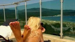Камелия (47) плажува чисто гола в Приморско