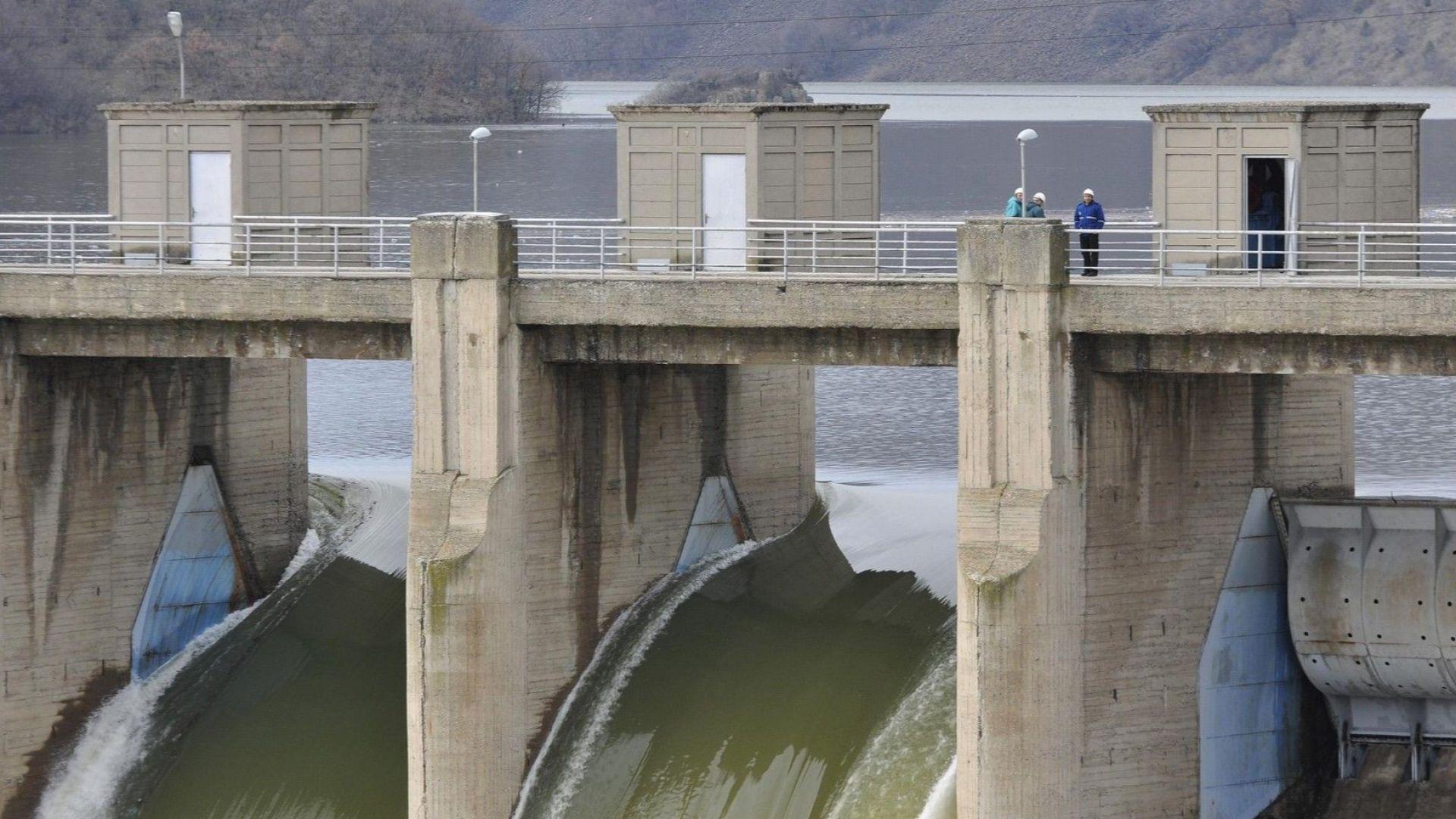 Екоминистерството спря водовзимането от язовири под 50% обем