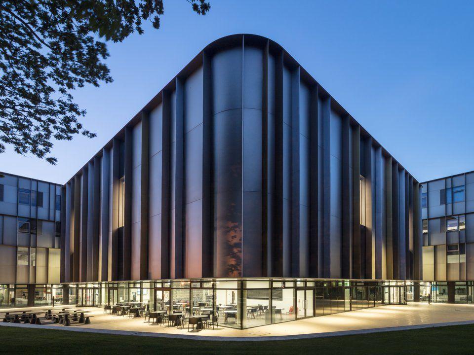 Университетът Кент в Sibson Building Архитект: Пенойър и Прасад