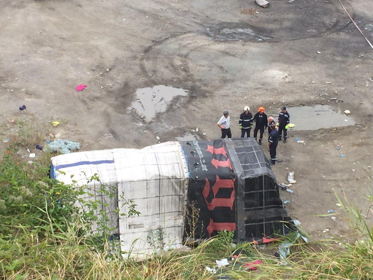 Катастрофиралия автобус бе покрит с платнища