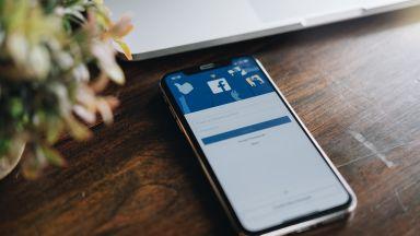 Фейсбук премахва името на разобличителя в разследването за импийчмънт на Тръмп