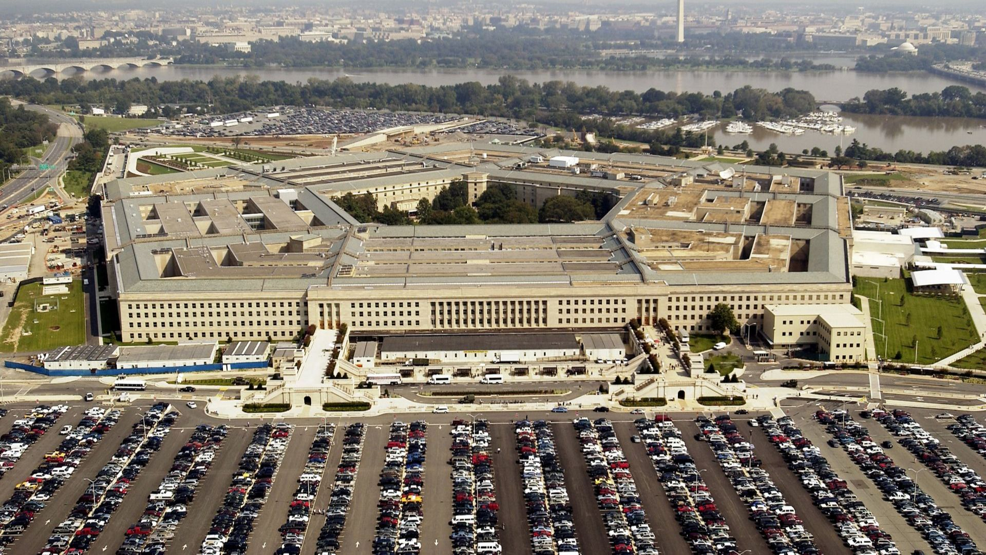 Пентагонът се захвана да разследва случаите на появи на НЛО