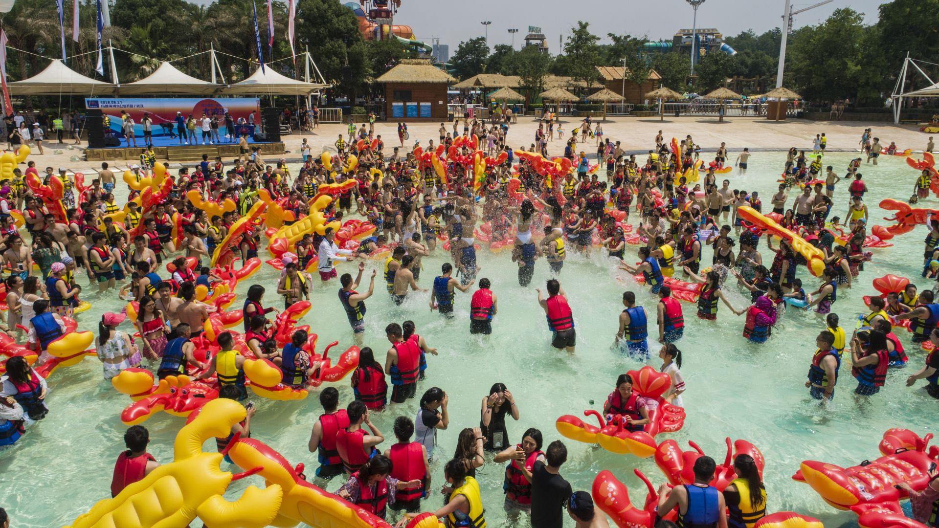 Данъчни затвориха аквапарка в Равадиново